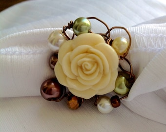osO ESME Oso creamy rose and glass pearls ring