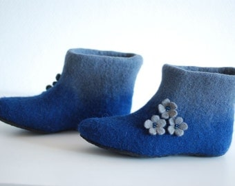 Wool shoes. Felted slippers Alice in dark blue with flowers, custom colors, any sizes HANDMADE TO ORDER