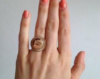 Circular Detail Lover's Eye Ring