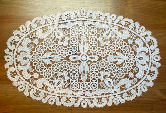 Oval Battenberg Lace Fleur-de-Lis Doily - Floral Doily - Vintage Lace Doily - Cottage Style - Shabby Chic Decor - Bed and Breakfast