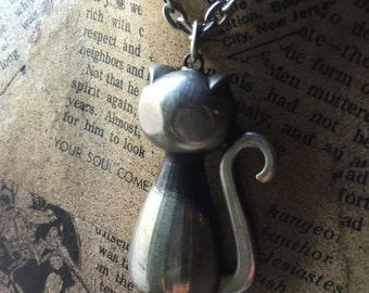 R Tennesmed pewter cat pendant