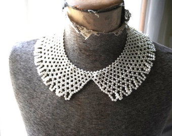 Glamor vintage 50s white faux pearl, lace style bib-collar -choker necklace.