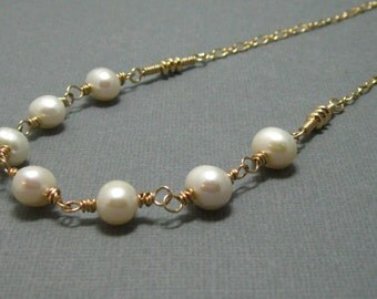 Hand wired pearl necklace with white freshwater pearls and 14kt gold filled wire, Artisan white pearl necklace, Handmade necklace