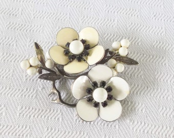 50s 60s Vintage White Enamel Flower Brooch with Black Rhinestones