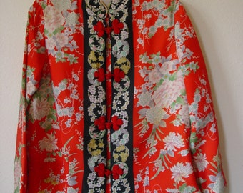 Japanese Lounge wear/Sleepwear/Floral print/Red Frog closures/Made in Japan/size Large