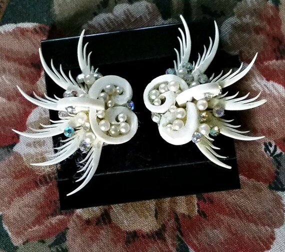 1950s Large Earrings White Hard Plastic Feather Kitsch