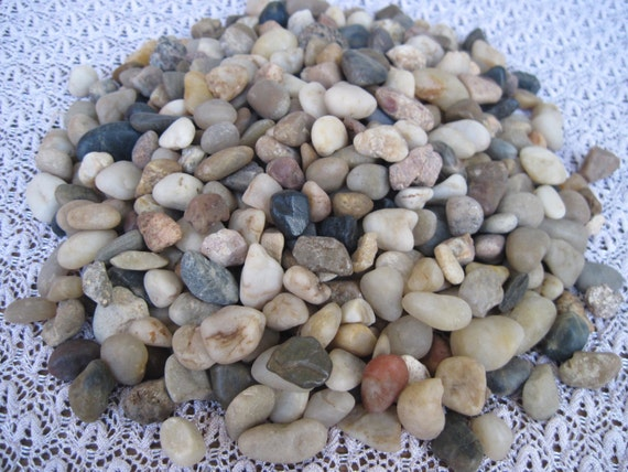 Small river rock cobblestones tumbled small pebbles mosaic for Small river pebbles
