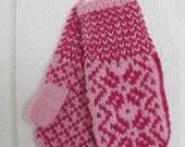 Handknitted norwegian mittens for children in pink