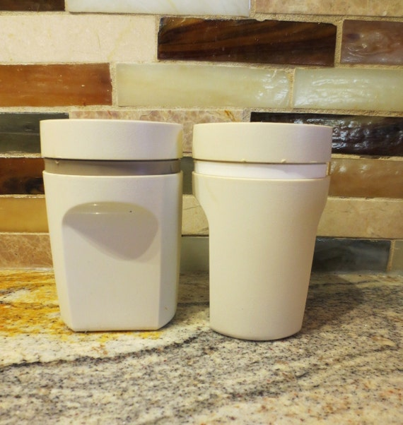 Tupperware salt and pepper shakers vintage for Vintage tupperware salt and pepper shakers