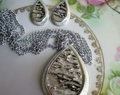 Vintage Abstract tear drop pendant /earrings Pearl Lucite Sarah Cov