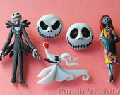 The NIGHTMARE BEFORE CHRISTMAS Halloween Goth Children Disney Dress It Up Craft Buttons