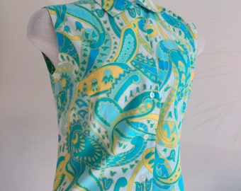 Vintage 1960's Shirt // Ladies Paisley Print Sleeveless Blouse // Button Front Collared Summer Blouse
