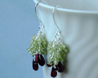 Garnet, peridot gemstone cluster earrings. Silver plated, 2,5 cm/ 1''in. E0005SP