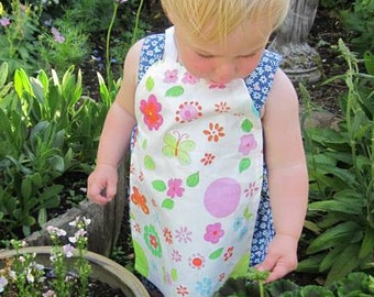 Bright and cheerful apron for a toddler