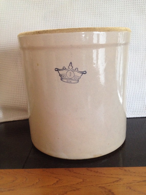 Stoneware 1 Gallon Blue Crown Crock