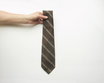 1970 If You Can Read This You're Too Close necktie . novelty retro Fathers Day gift for him .sale s a l e