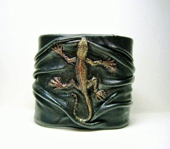 Black copper antiqued handmade leather bracelet cuff with Lizard or Iguana. LARP