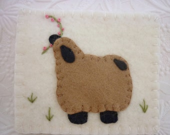 Felt Needle Book Primitive Sheep Case Needlebook Pins Pincushion Penny Rug