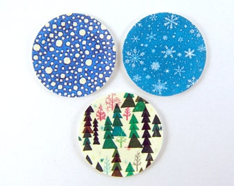 Miniature Plates - Dollhouse Paper Plates in Christmas Holiday Patterns - 1/12 Scale Dollhouse Miniatures