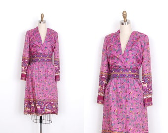 Vintage 1960s Dress / 60s Novelty Print Silk Dress / Pink (small S)