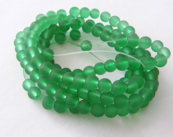 132 Green frosted glass beads B18