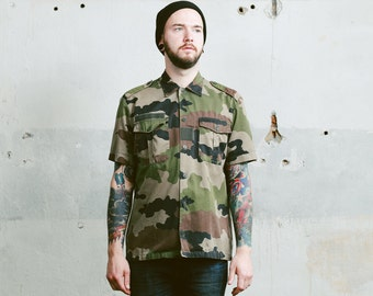Men's Camouflage MILITARY Shirt . Vintage 1980s Camo Green Short Sleeve 80's Cotton Button Down Shirt Steampunk. size Large