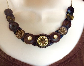 Garden Basket button necklace