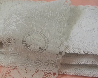 6  Yards Wide White Lace / Scalloped Edge / Flower (#315)