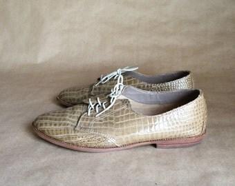 alligator pattern vintage 1990's oxford shoe / flats / lace up / tie shoe / new wave /preppy/ pixie style