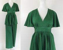 70s pantsuit / 70s green jersey pant suit / 70s 2 piece outfit / 70s flutter babydoll top & wide leg pants / empire waist / retro 70s outfit