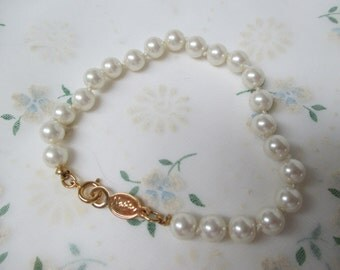 Napier Pearl Bracelet Knotted with Gold tone clasp mint condition