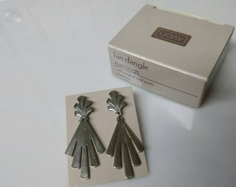 Avon  Fan Dangle Pierced earrings Mint Condition
