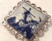 Vintage Delft Holland brooch