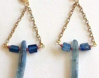 Blue Kyanite Earring, Kyanite Trapeze Earrings, Etruscan Jewelry, Tribal Jewelry, Glass Earrings