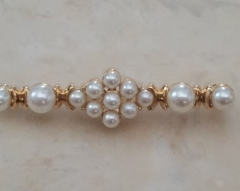 Vintage Gold Tone Metal Brooch Pin with Faux Pearls