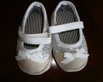 Baby Crib Shoes, White Shoes, Baby Shoes, Girl Shoes, Infant Shoes, Kids Shoes, Gift, Comfi Shoes, Shoes, Girlie Shoes, Tenis Shoes,