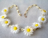 Vintage early soft plastic celluloid daisies flowers necklace