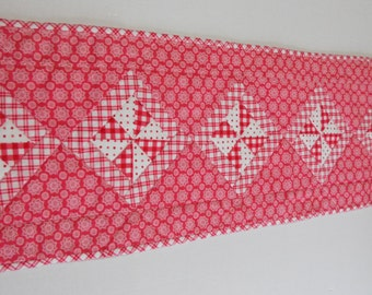 Pinwheels Quilted Table Runner, Quilted Table Topper, Dresser Scarf, Pink, Fuchsia, Valentine Table Runner