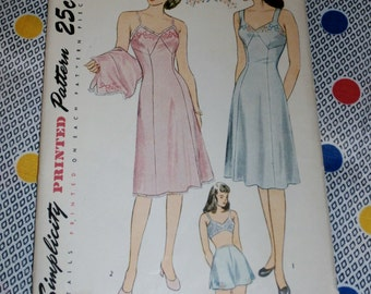 "Vintage 1940s Simplicity Pattern 1822 for Misses Slip and Panties, Size 16, Bust 34"", Waist 28"", Hips 37"", Uncut"