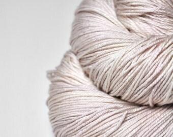 Fading ghost of a rose - Merino/Silk Fingering Yarn Superwash
