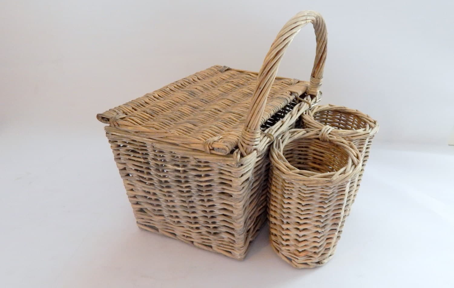 vintage french picnic basket handmade of by vintagefrenchlinens. Black Bedroom Furniture Sets. Home Design Ideas