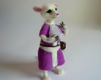 Needlefelted mouse/ Needlefelted white mouse from Alice in Wonderland/ Soft sculpture/ Needlefeted white mouse/ OOAK