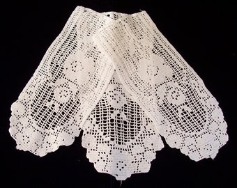 Vintage trio of hand made small rectangle doilies. 25.