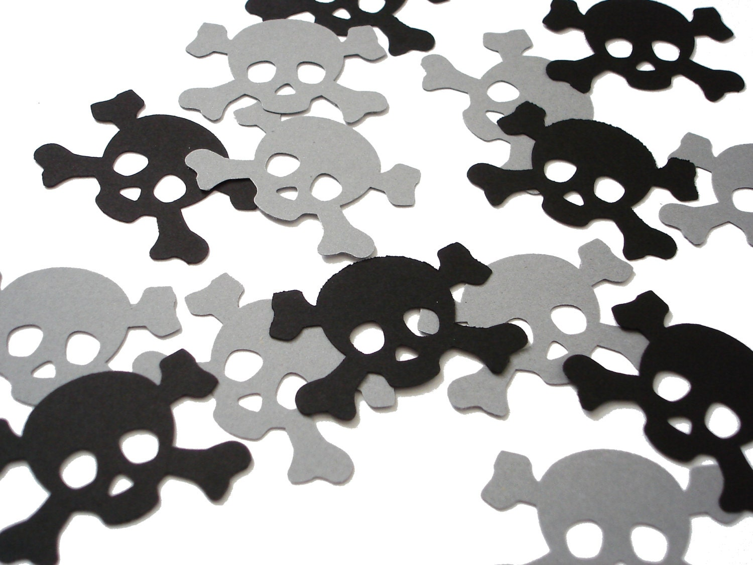 25 Pirate Skull and Crossbones Confetti, Party Decorations, Pirate Party No512 from BelowBlink
