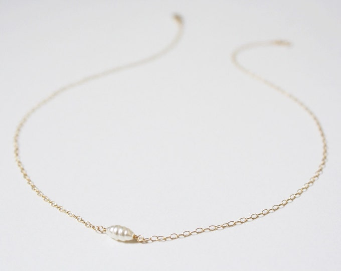 Pearl choker necklace in gold fill - gold pearl necklace - bridal necklace - white pearl necklace - single pearl necklace - gold necklace