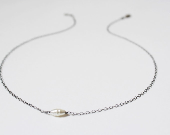 Pearl choker necklace in oxidized silver - sterling silver pearl necklace - bridal necklace - white pearl necklace - single pearl necklace