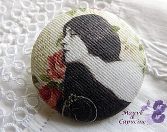 Fabric button, printed retro woman, 22 mm / 0.86 in