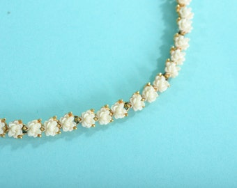 Vintage 1960s Floral Wedding Necklace - Cream Flower Blossom Choker - Spring Fashions