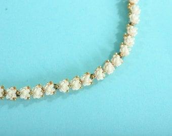 Vintage 1960s Floral Wedding Necklace - Cream Flower Blossom Choker - Spring Fashions