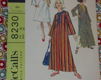 Vintage Pattern c.1966 McCall's No.8230 Beach Robe, 2 Lengths Size 16, Uncut